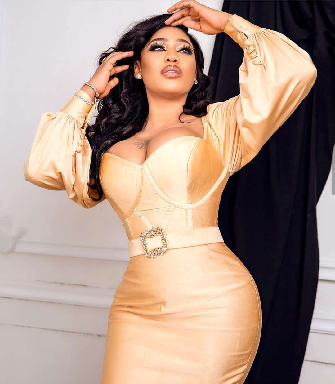 """I hope bloggers are recording"" - Toyin Lawani gets naughty on live video"